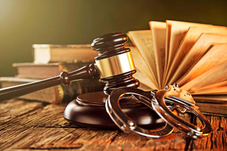 5 Ways a Criminal Defense Lawyer Aids You