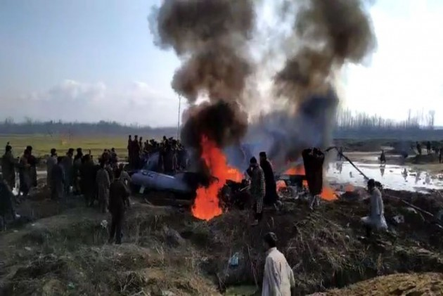 Pakistani Fighter Jet F-16 shot down by the Indian Air Force