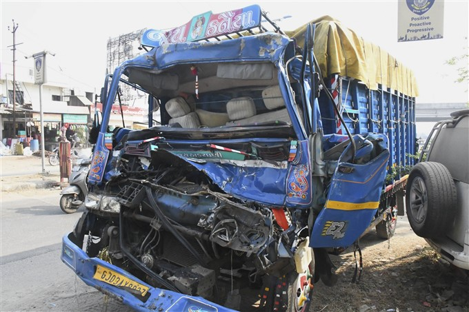 Major Accident in Gujarat: 10 killed, 17 injured