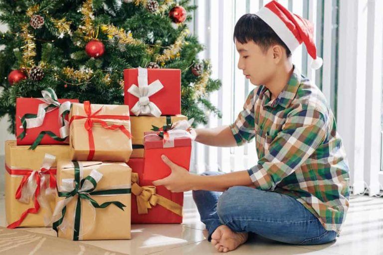How to Keep Teenage Kids Excited for the Holidays
